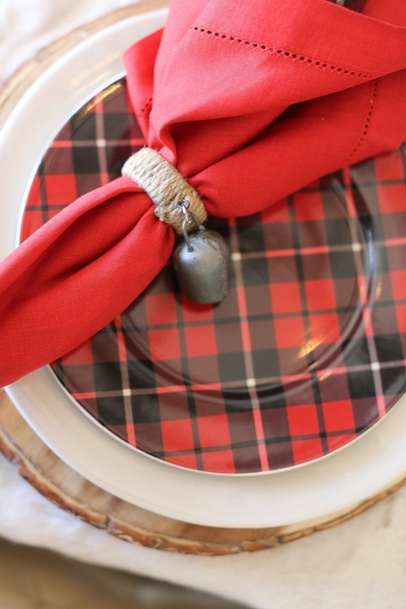 red napkin, plaid plate, embellishment pottery barn