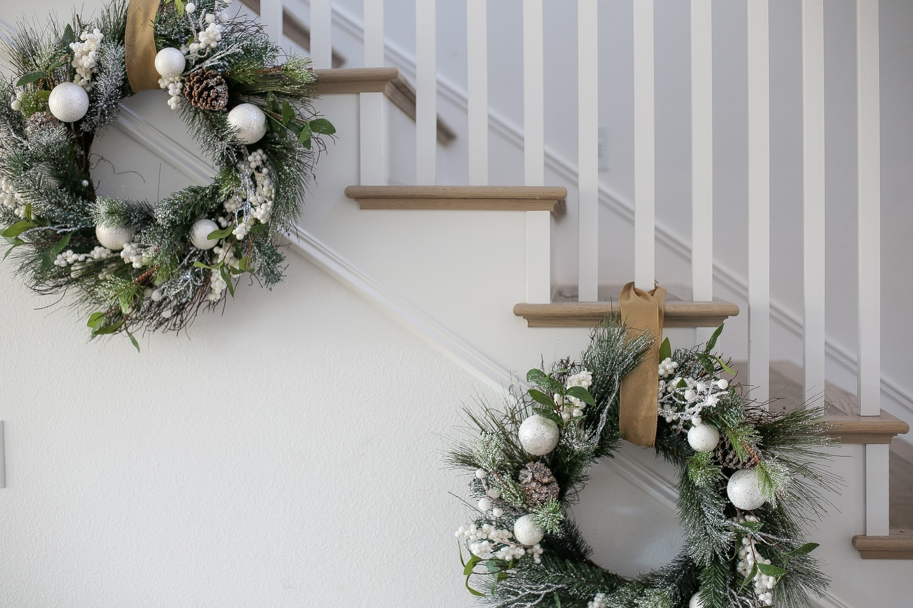 wreaths decor stairs