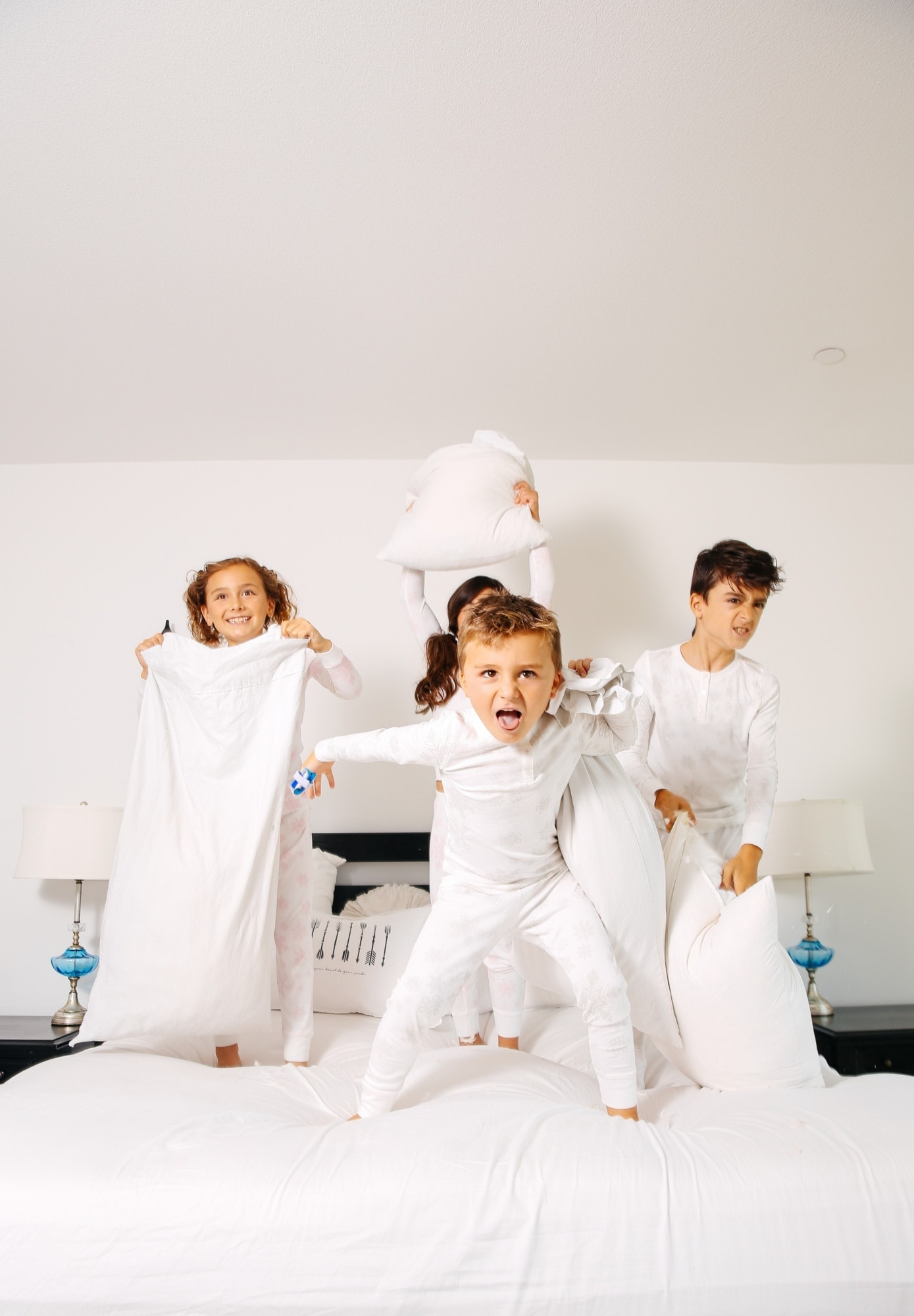 kids pillow fight