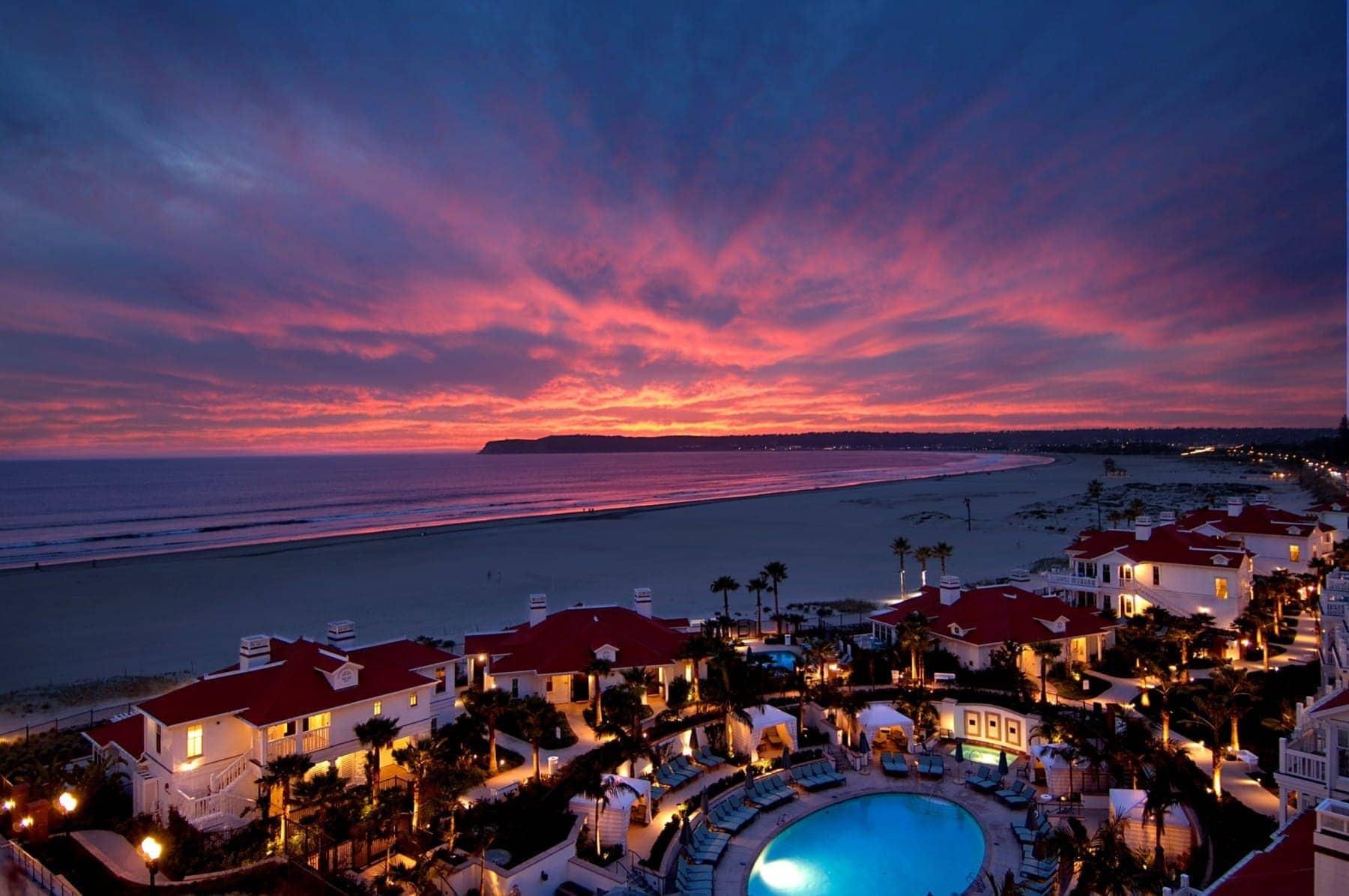 hotel del coronado at sunset