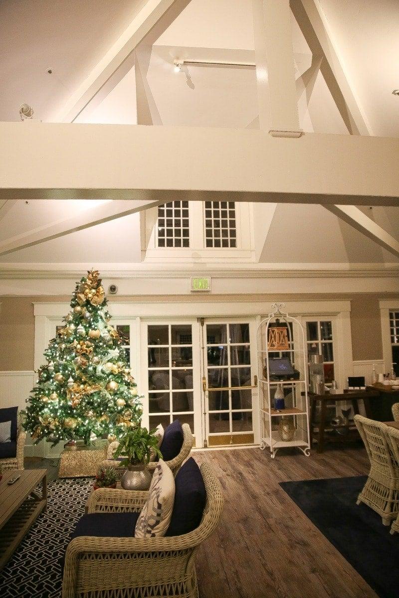 interior decor with christmas tree