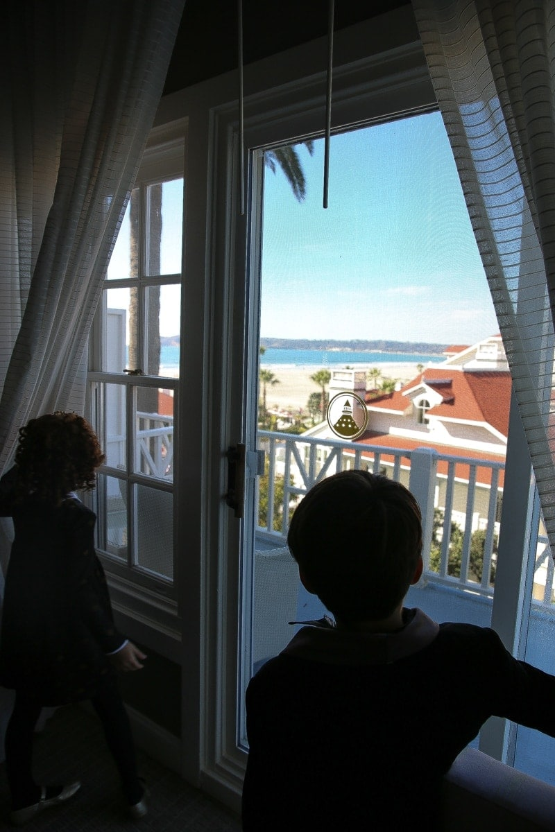 kids looking out window to beach