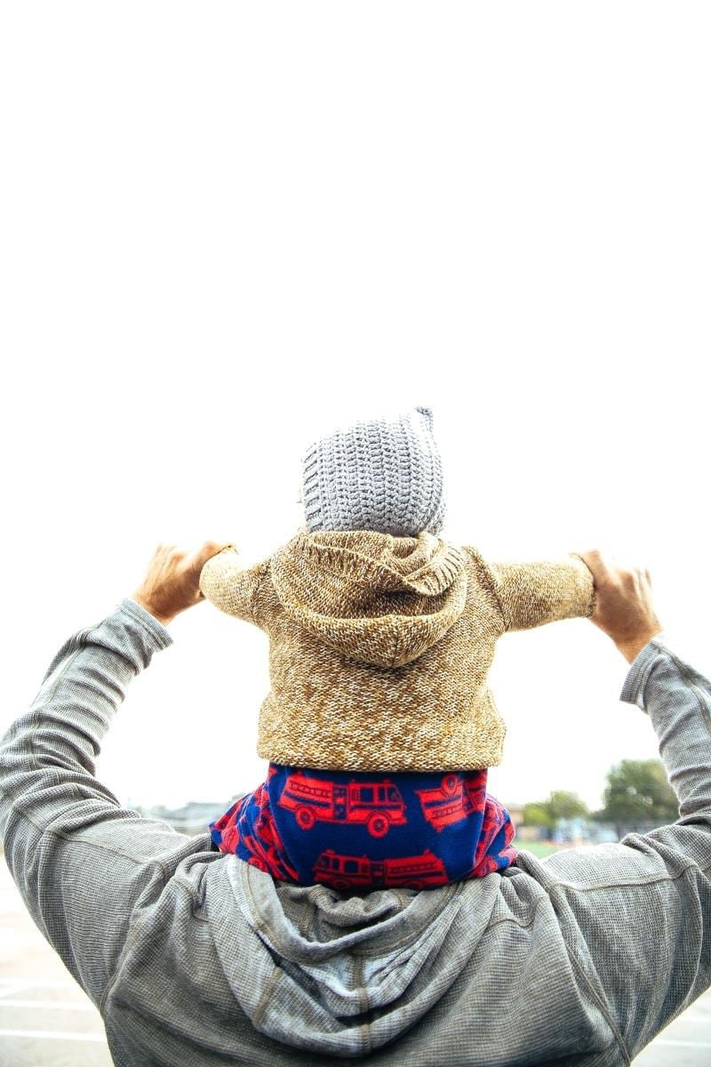 baby on daddies shoulders