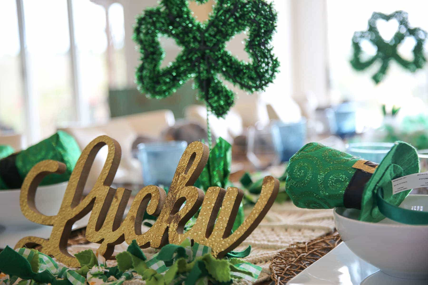 st patrick decor table setting