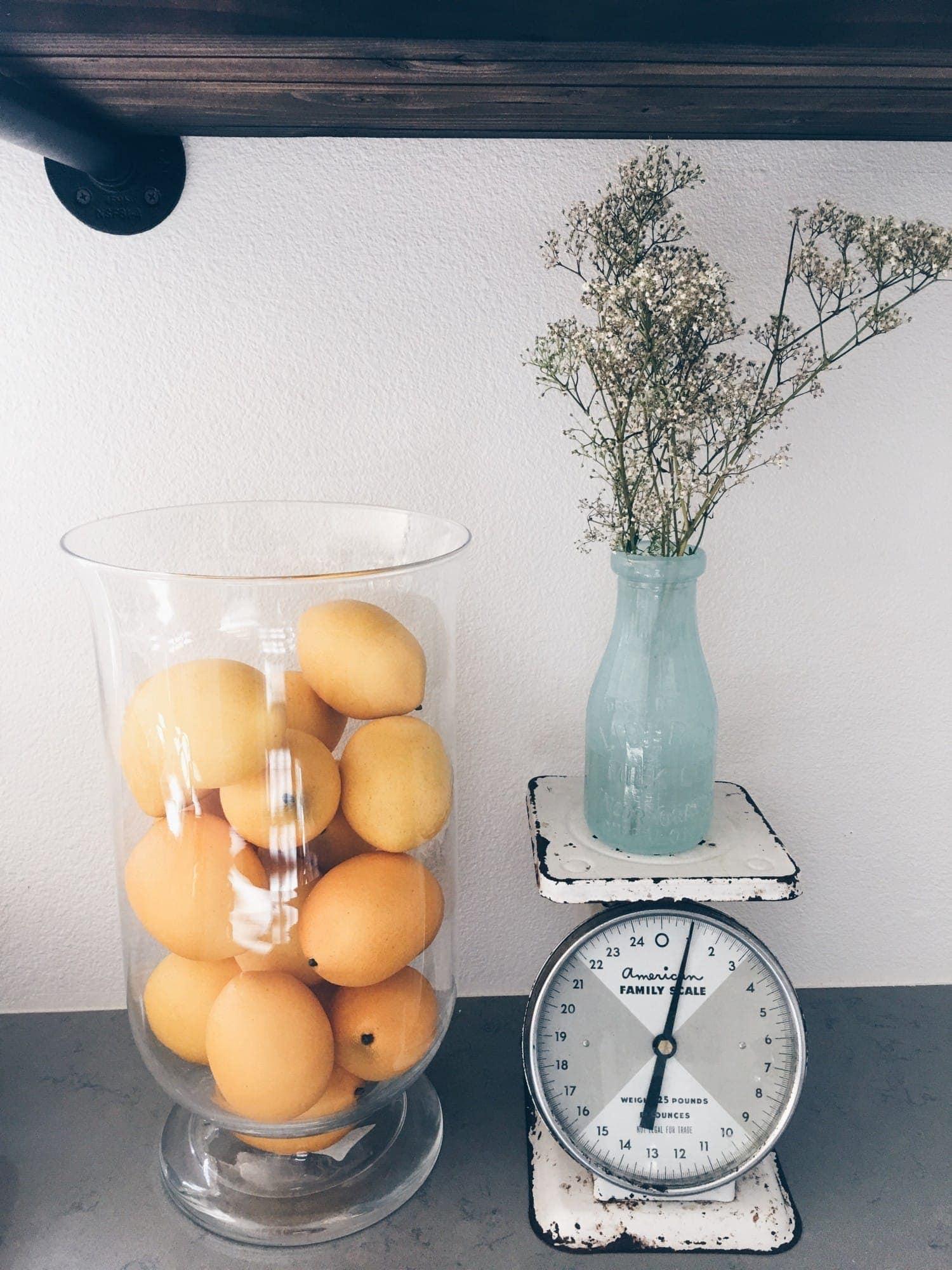 lemon in vase