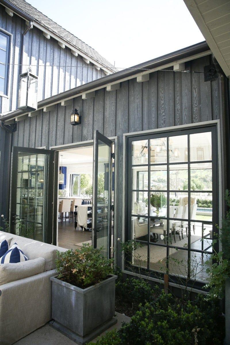 farmhouse outdoor patio