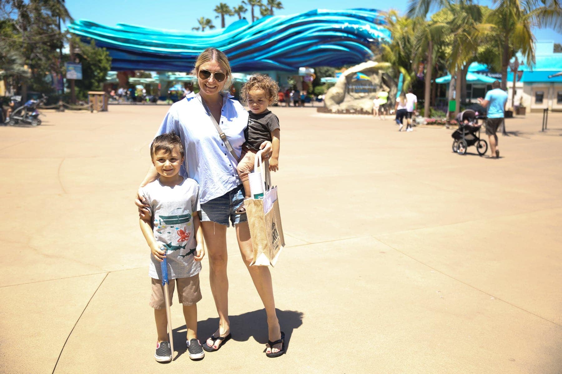mom with kids at seaworld