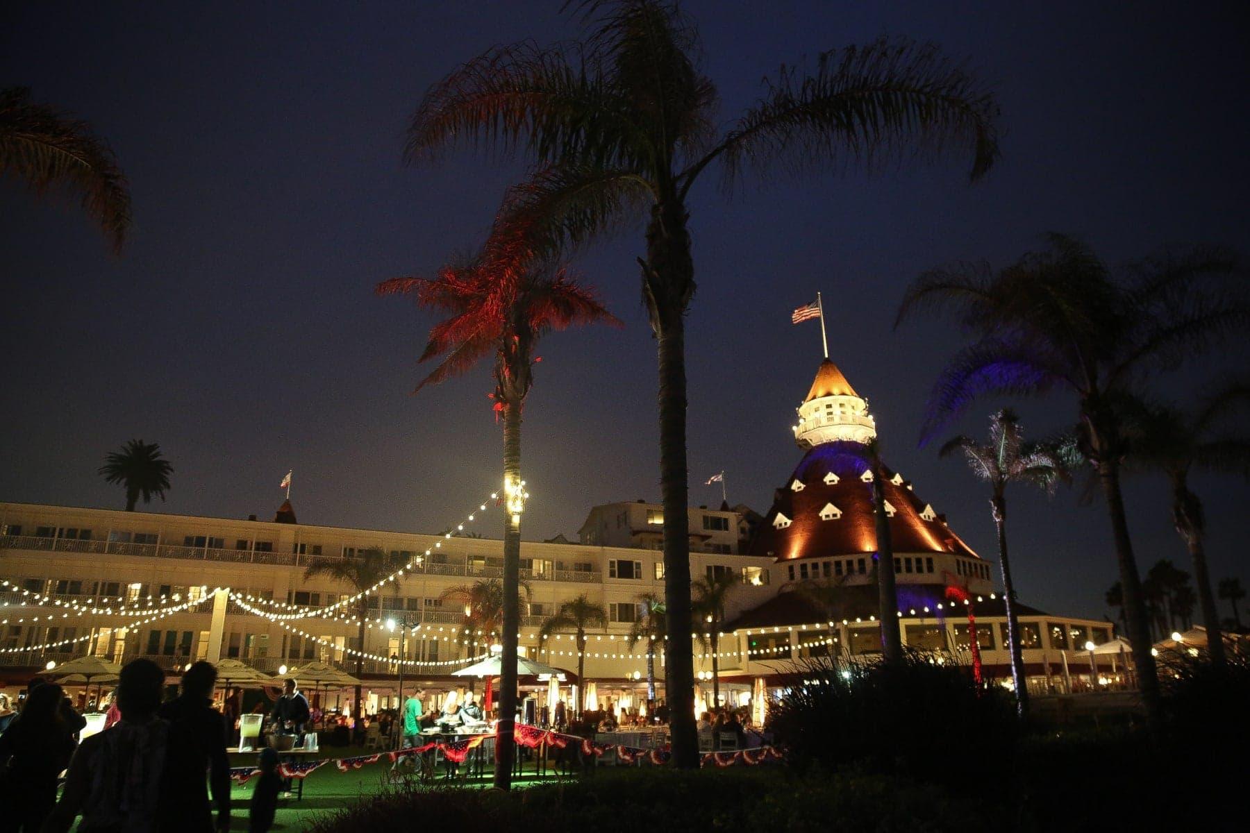 hotel del coronado night