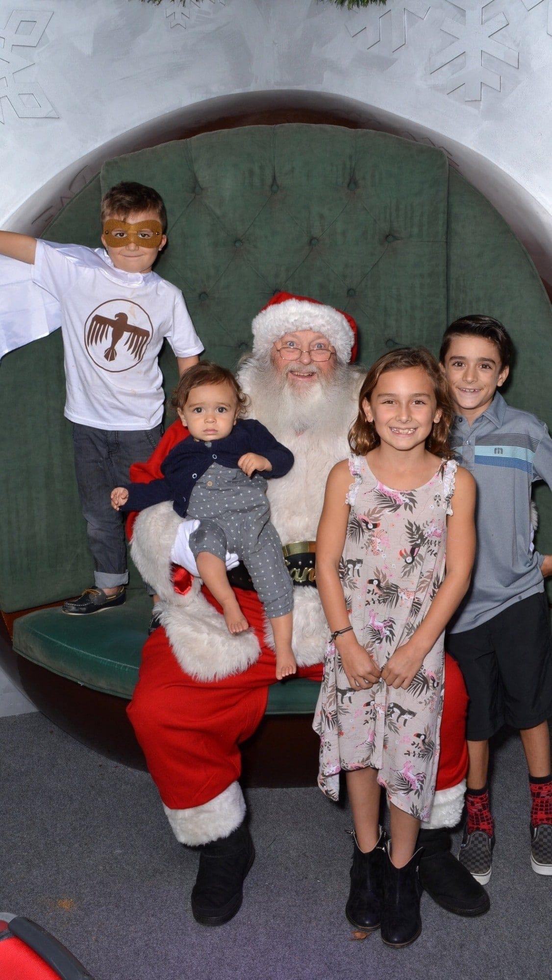 kids photo with santa