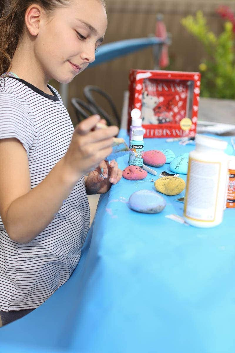girl painting crafts