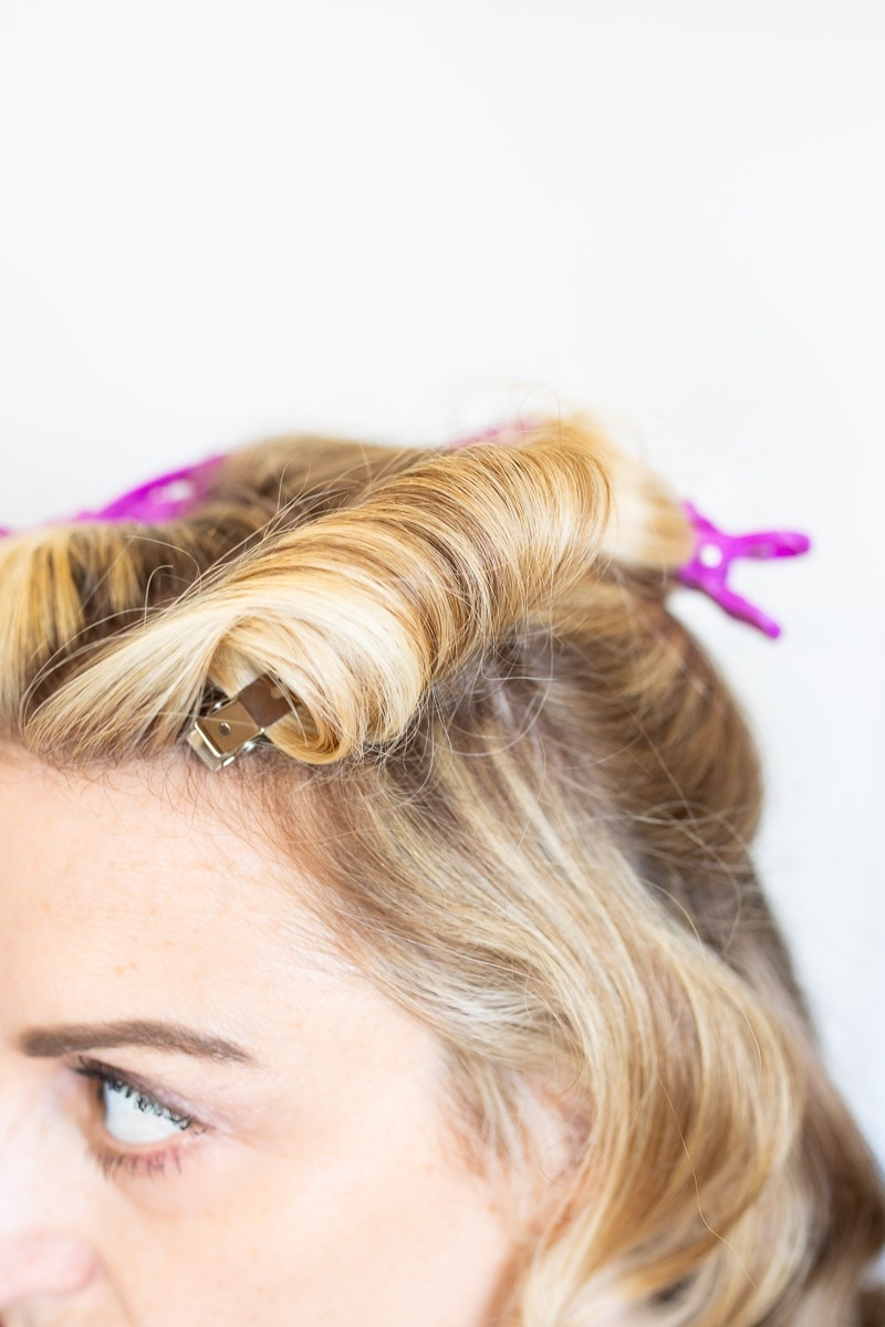 How To Create A Vintage Wave Hair Style - Step 4.6 #hairstyle #pinup #pinuphair #vintagewaveshair