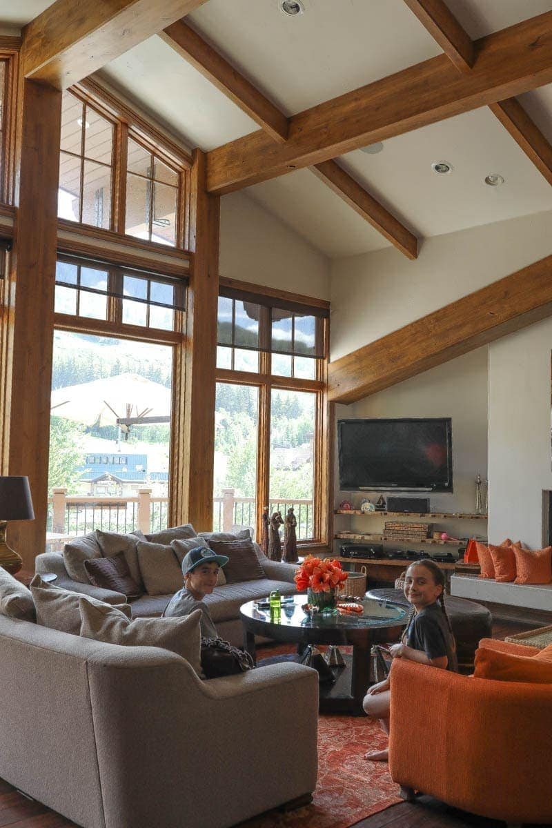 Kids in the Living Room #summer #vailcolorado #vacation #citygirlgonemom