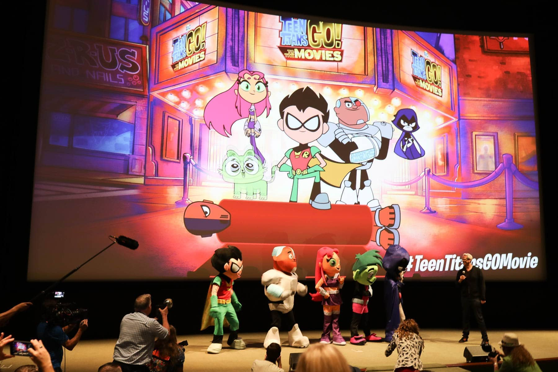 Teen Titans Go to The Movies Mascots on Stage #hollywood #warnerbrothers #teentitansgotothemovies #citygirlgonemom