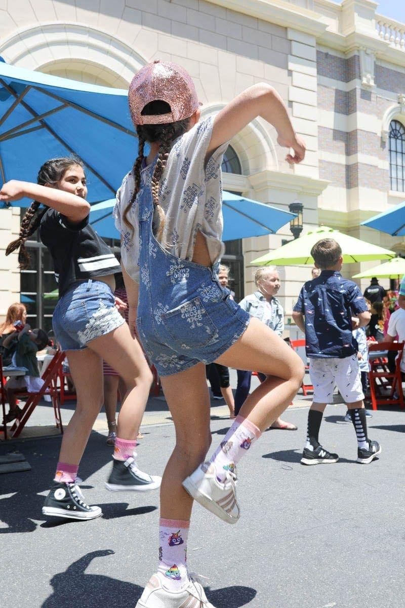 Young Girls Dancing #hollywood #warnerbrothers #teentitansgotothemovies #citygirlgonemom