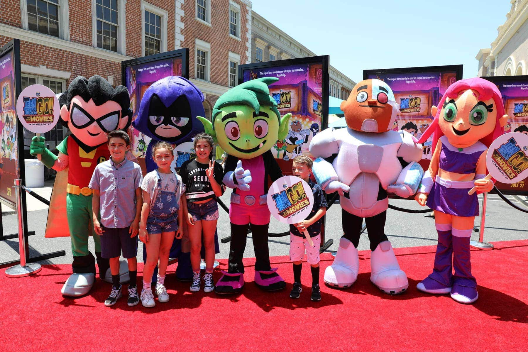 Young Kids Having a Picture Taken With Mascots #hollywood #warnerbrothers #teentitansgotothemovies #citygirlgonemom