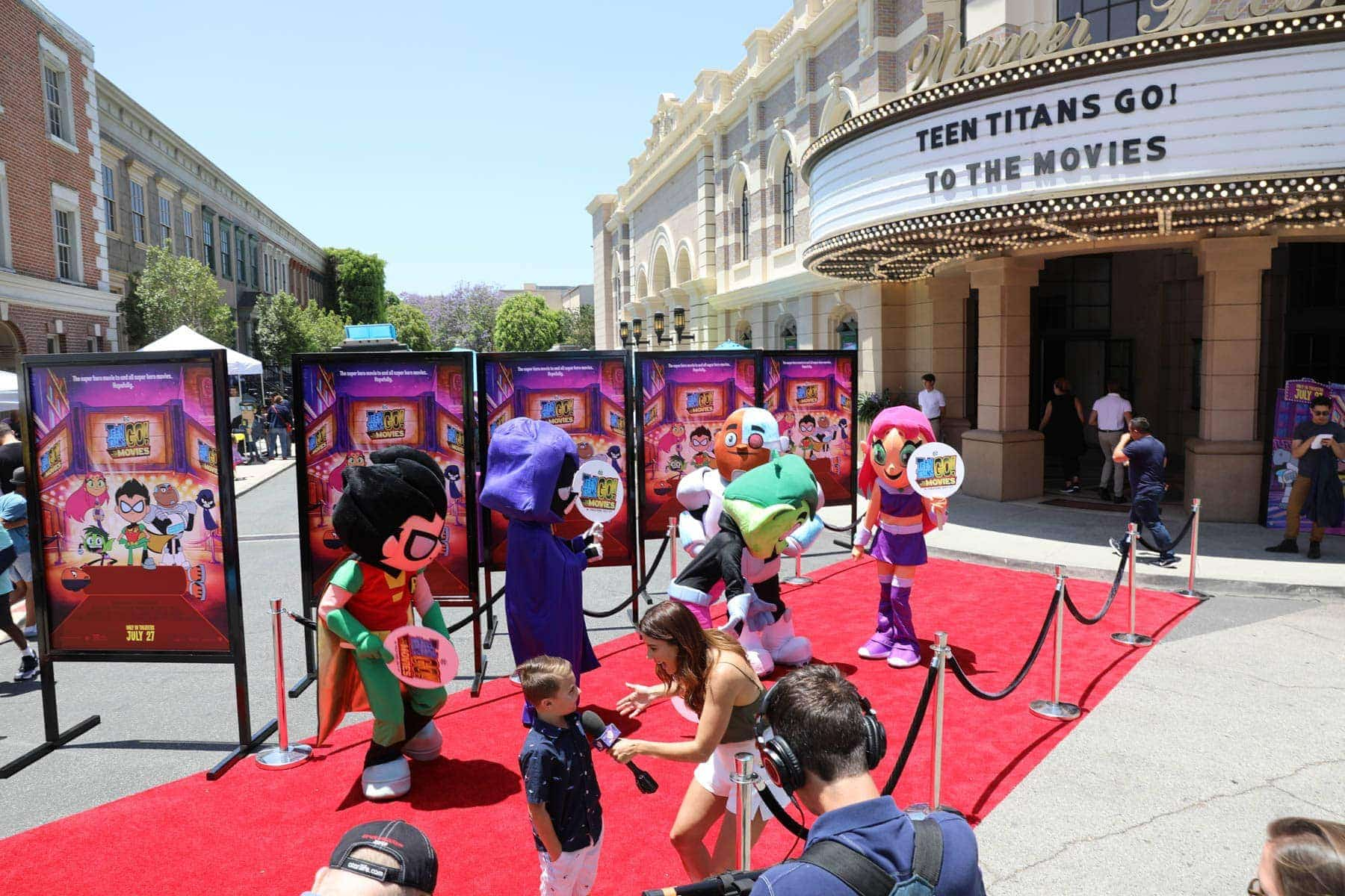 Teen Titans Go To The Movies Mascots Dancing while A lady interviews a kid #hollywood #warnerbrothers #teentitansgotothemovies #citygirlgonemom
