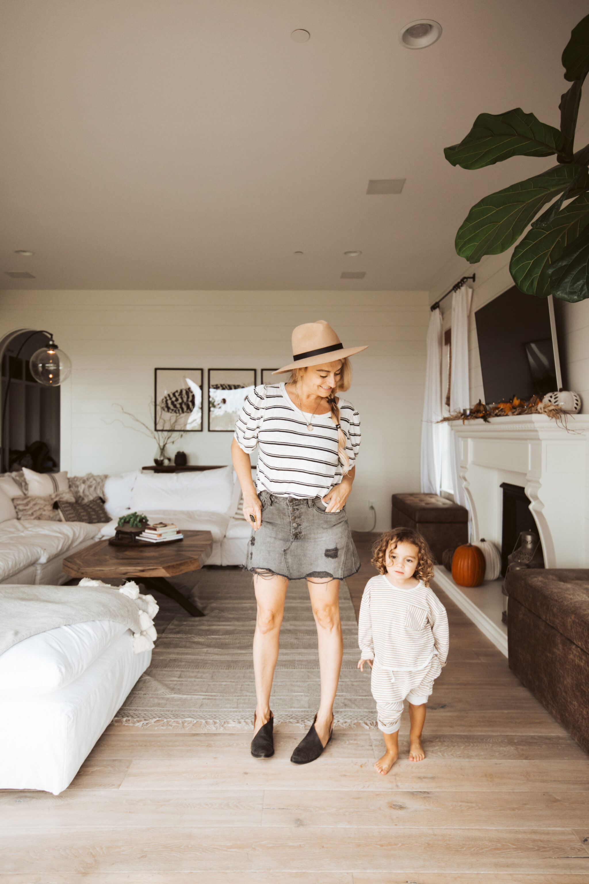 mom and toddler in living room