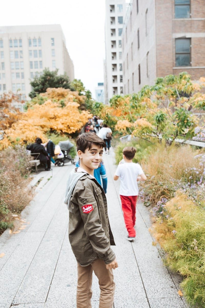 Kids Walking On The High Line