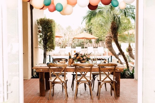 table scape with balloons