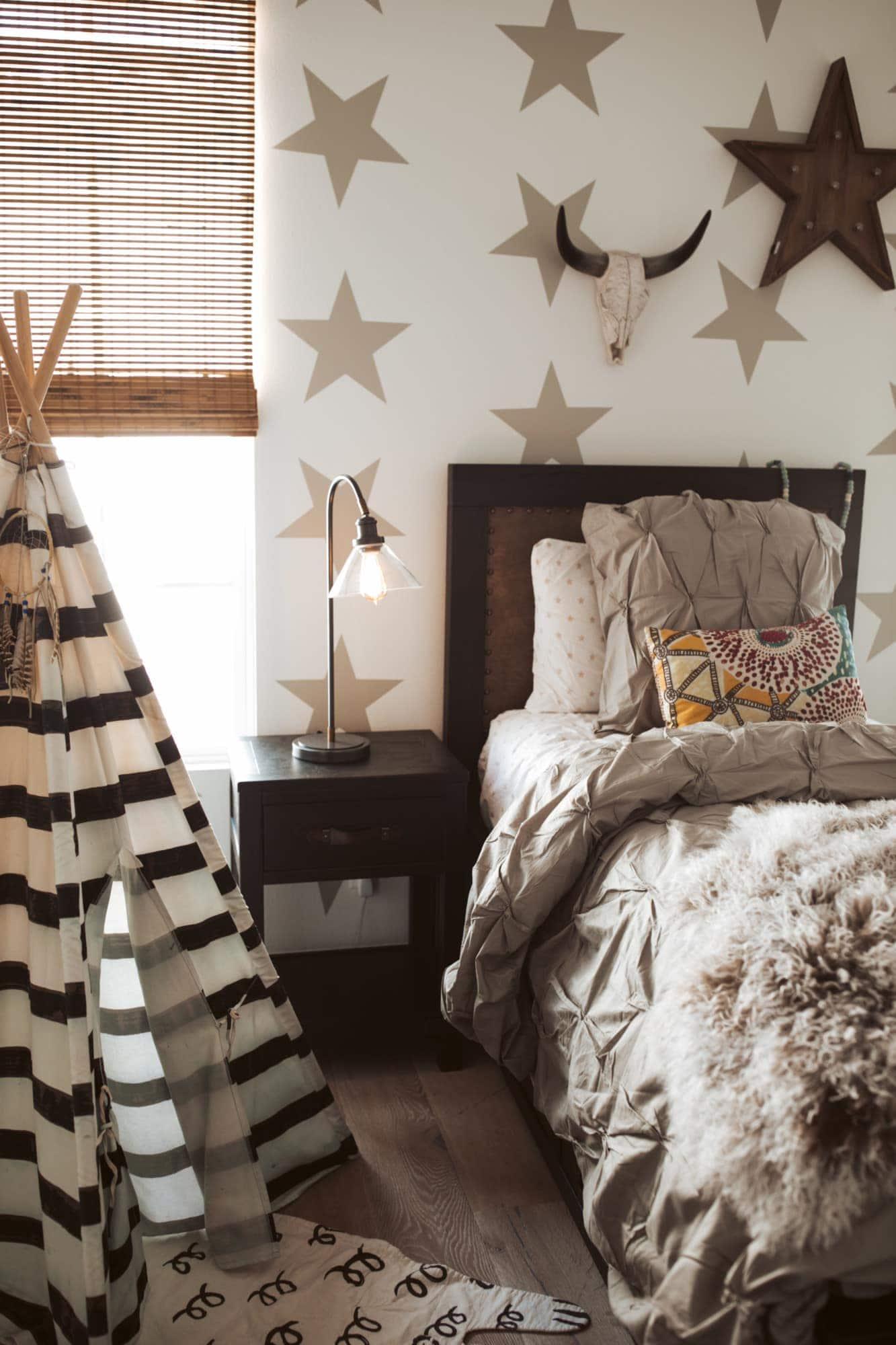 boy's bedroom with teepee