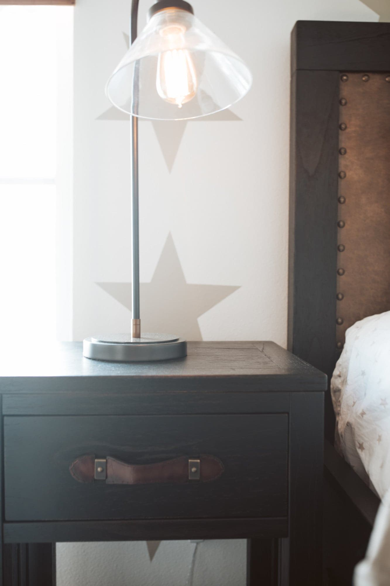 Night stand with lamp