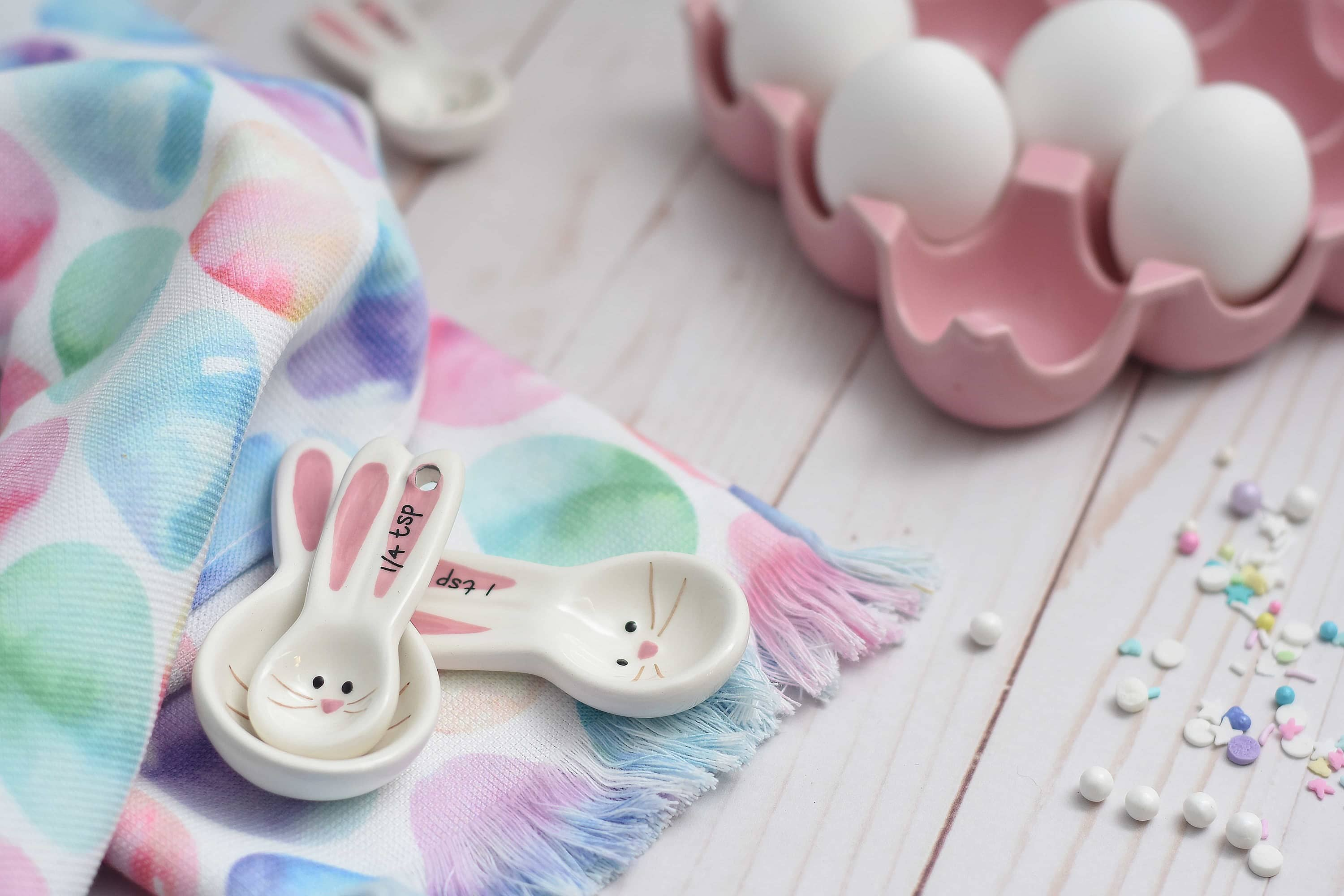 easter measuring spoons