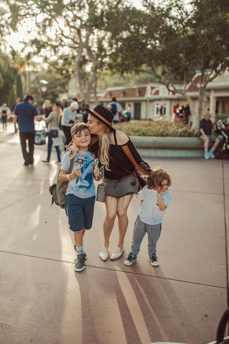 disneyland mother and kids