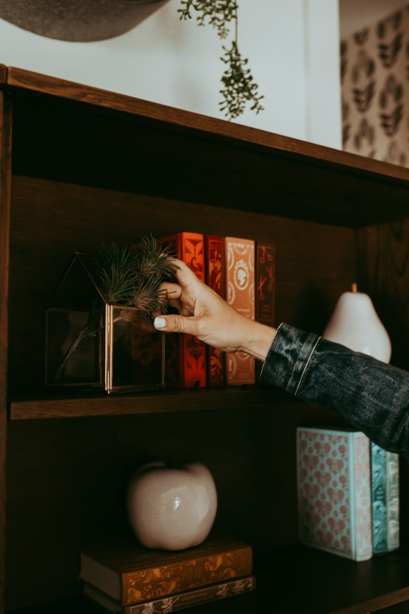 hands bookshelf style