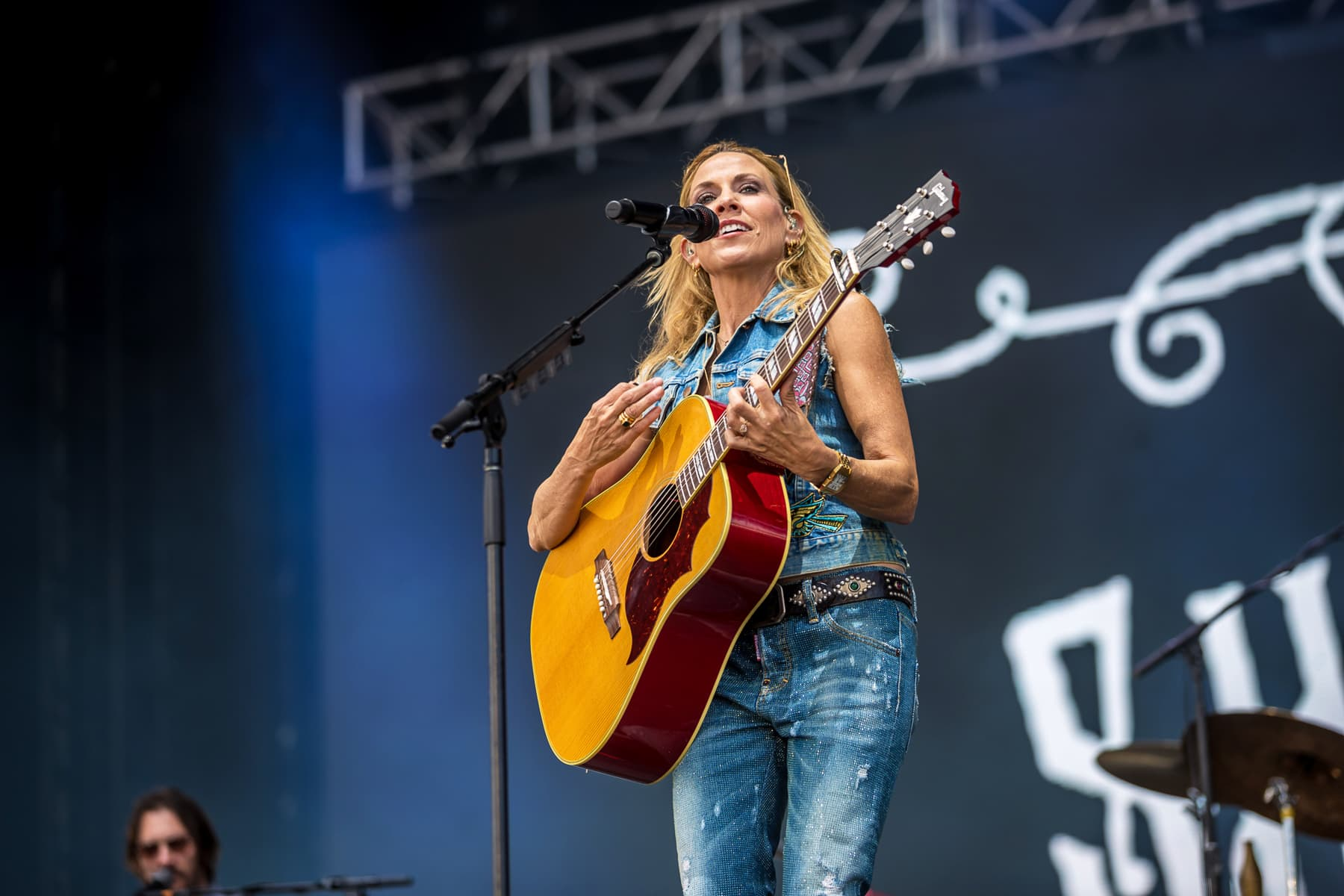 sheryl crow onstage