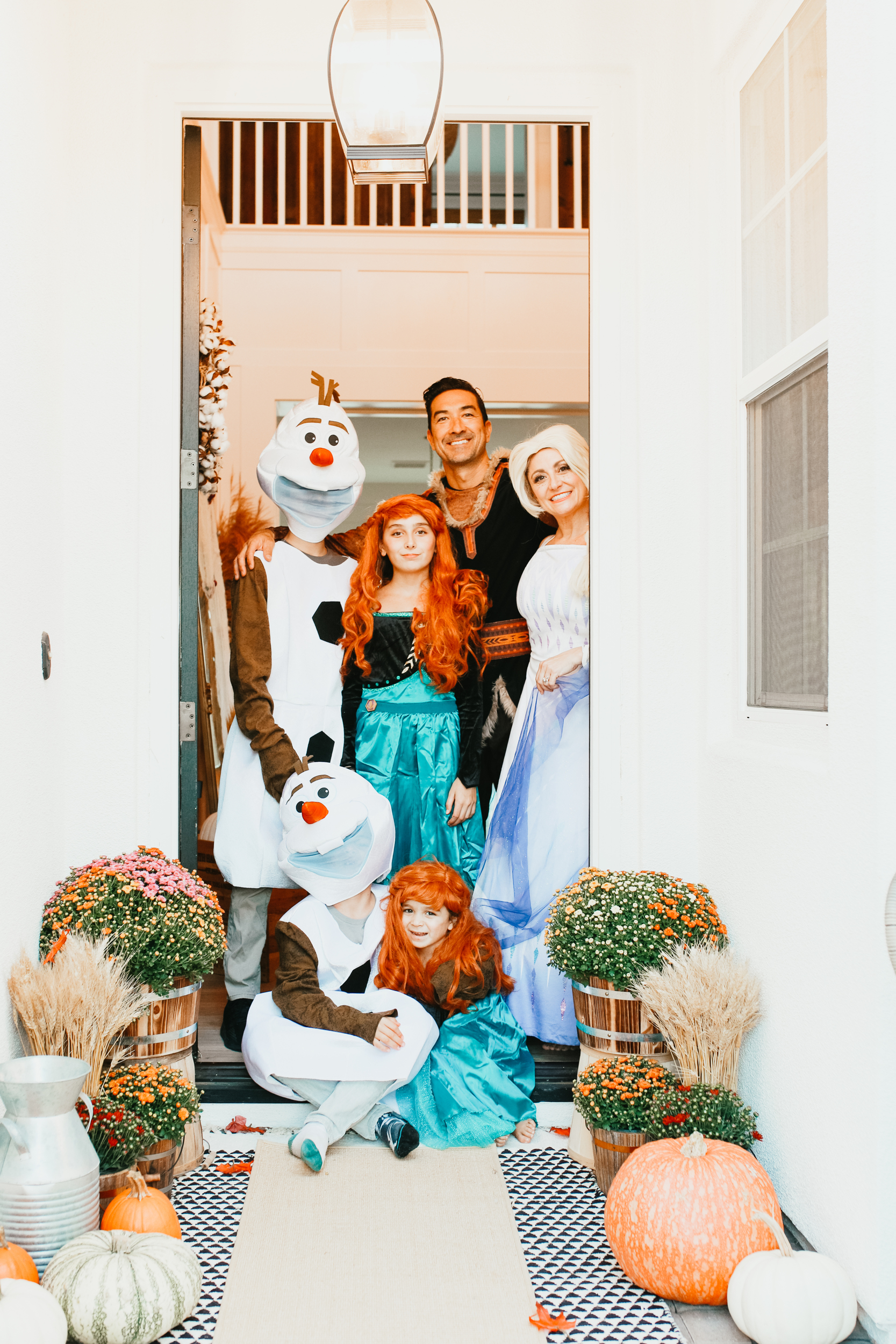 disney frozen family in costumes