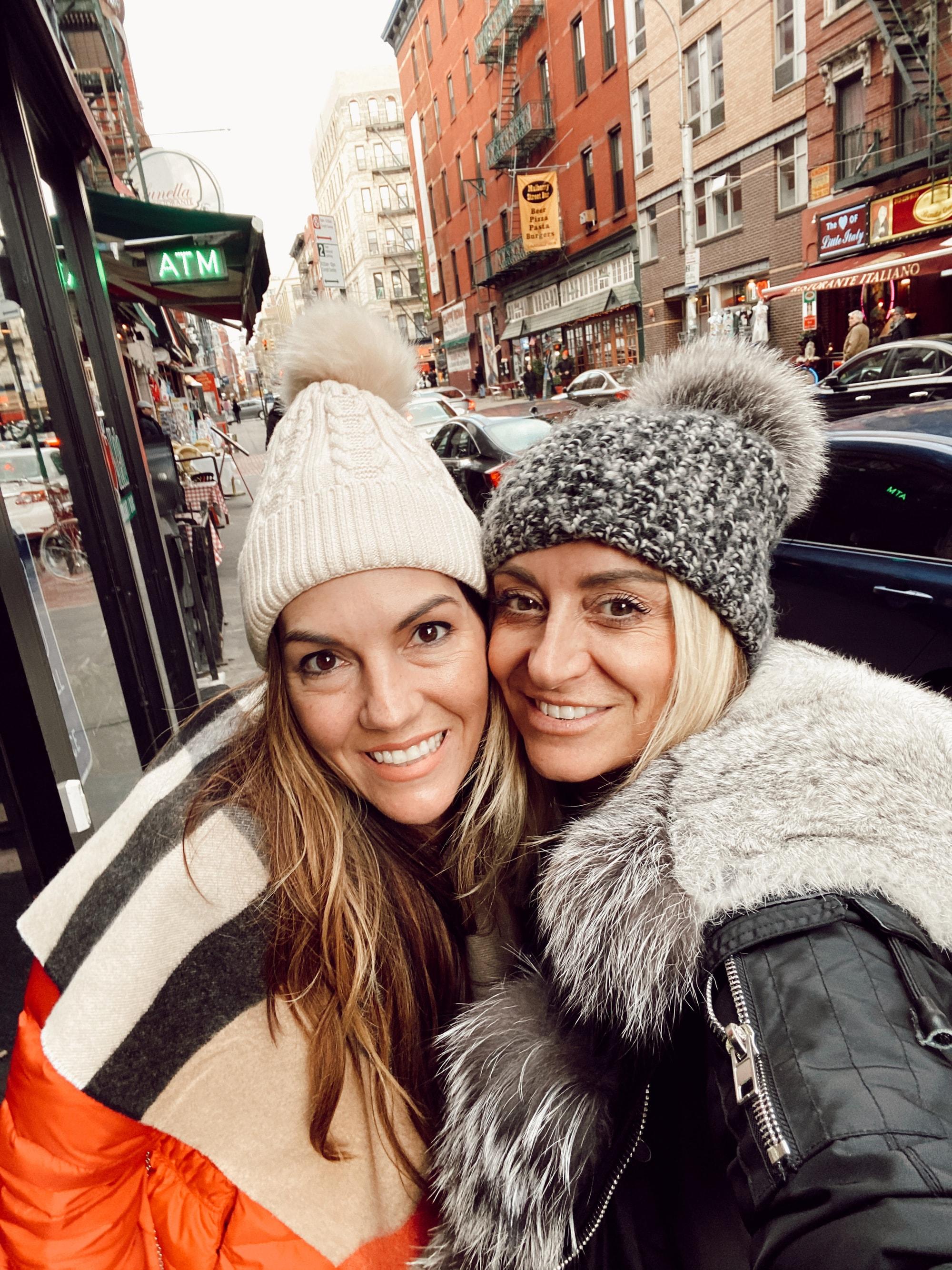 women selfie in new york city