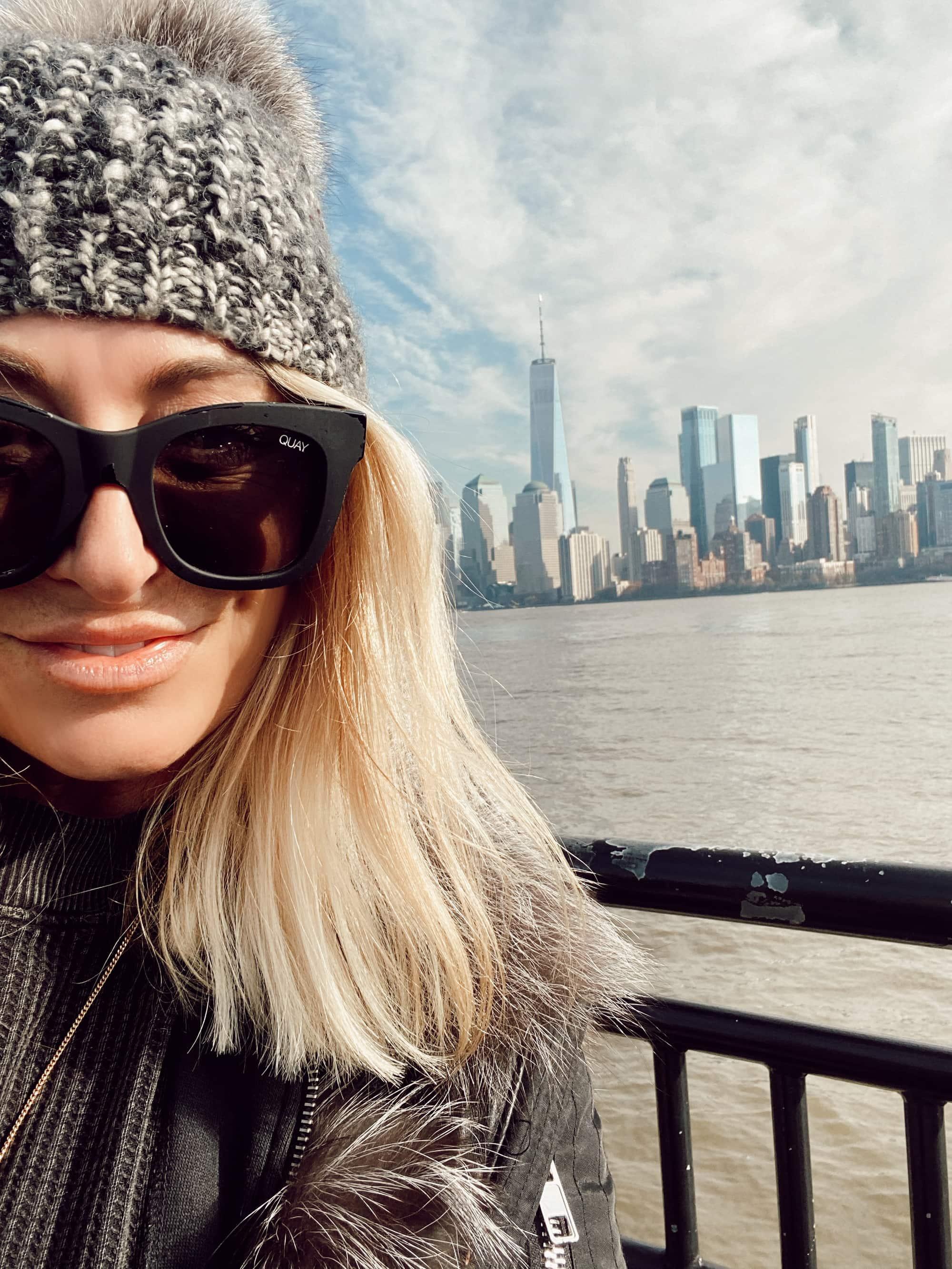 woman selfie with new york city skyline