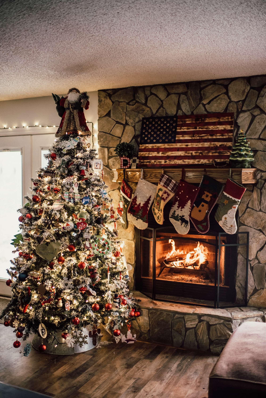 traditional american christmas tree