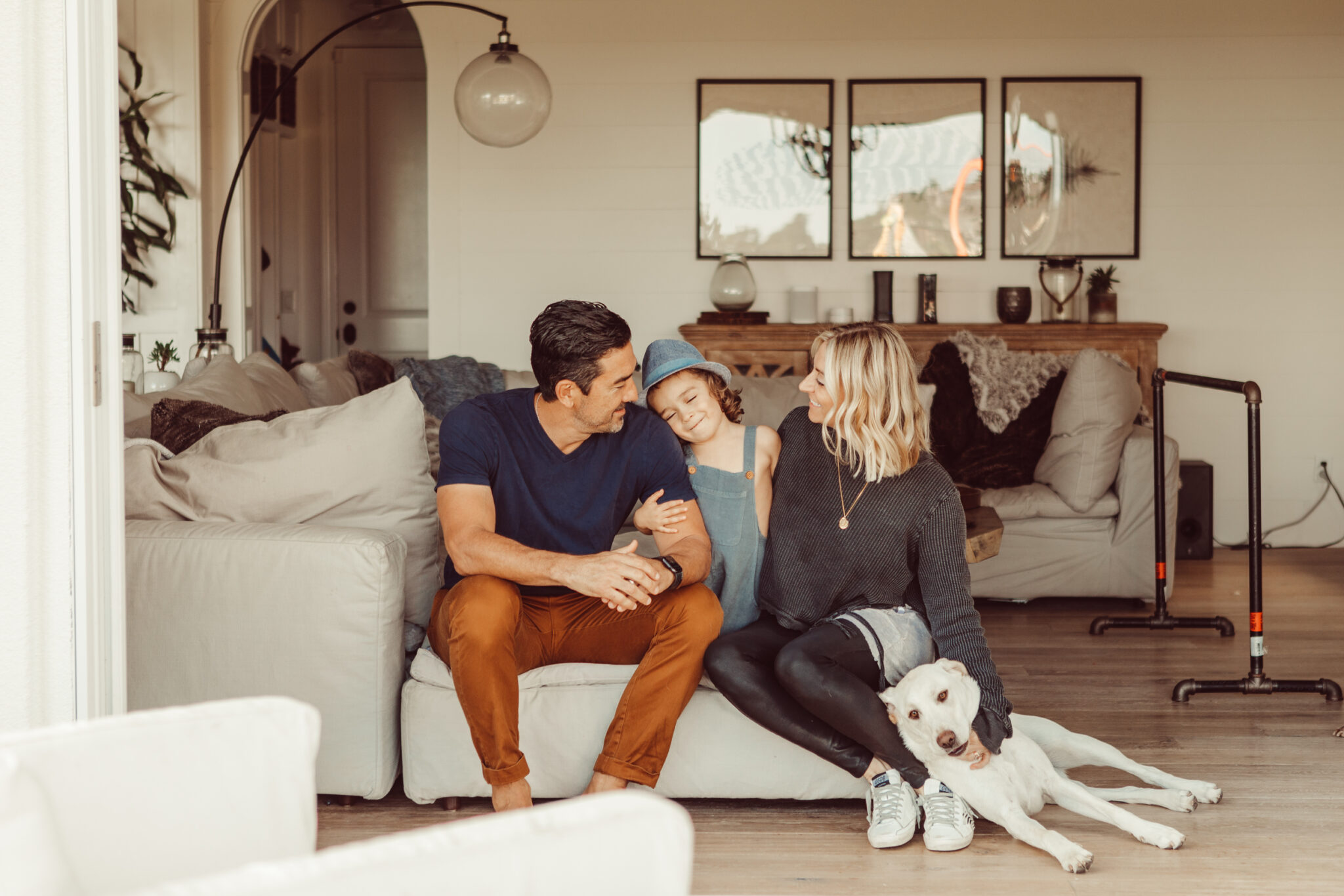 family on the couch with puppy
