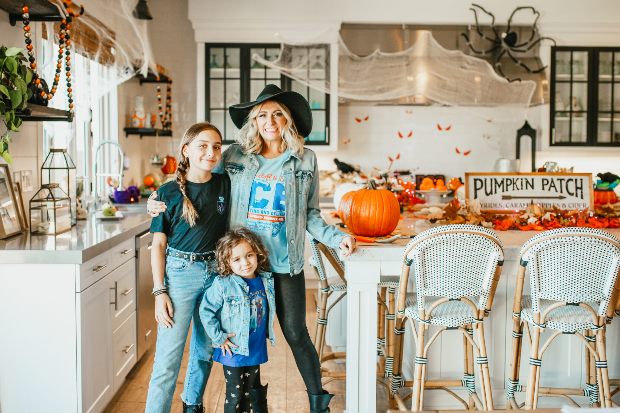 mom and kids for halloween