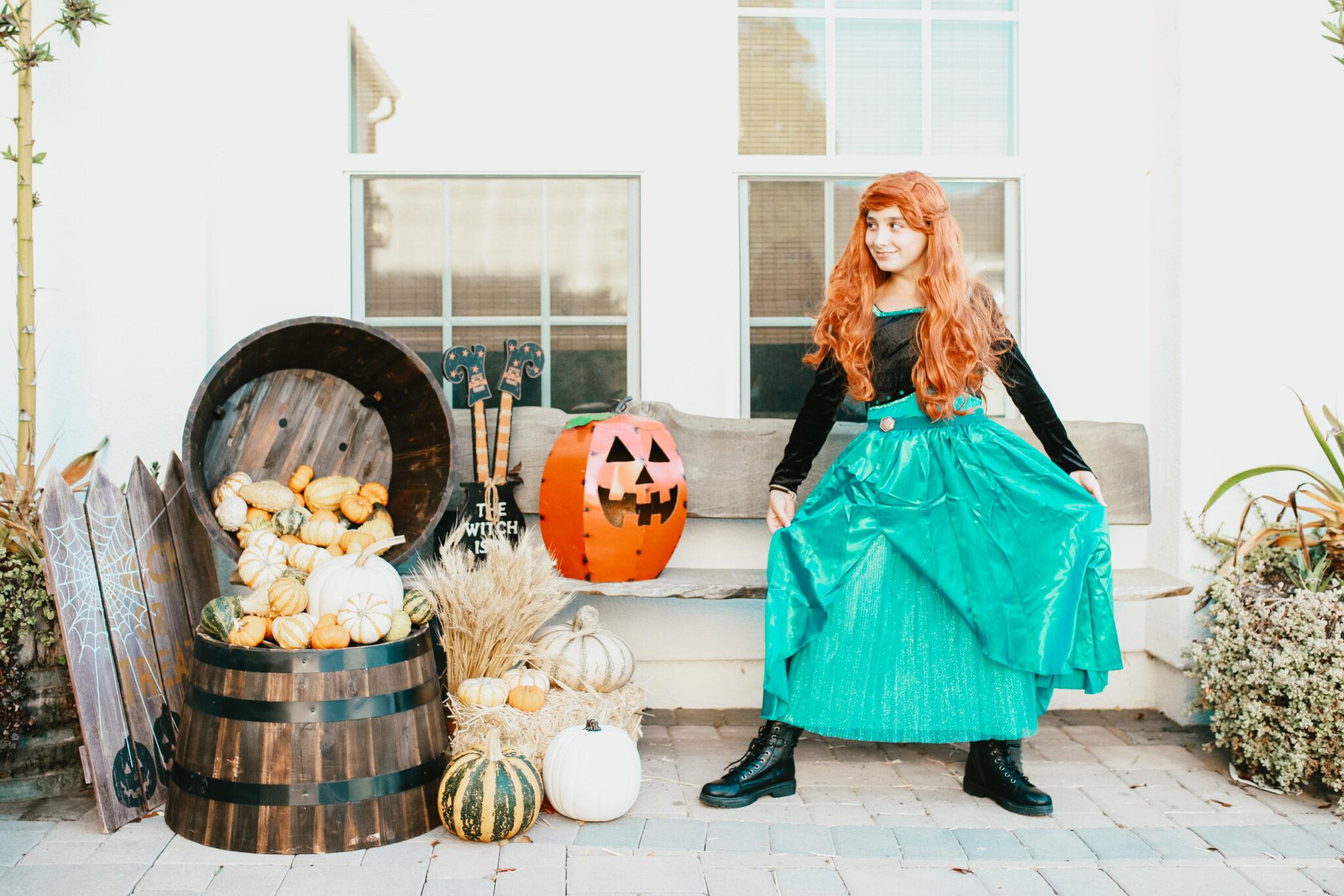 girl dressed like disney princess for halloween