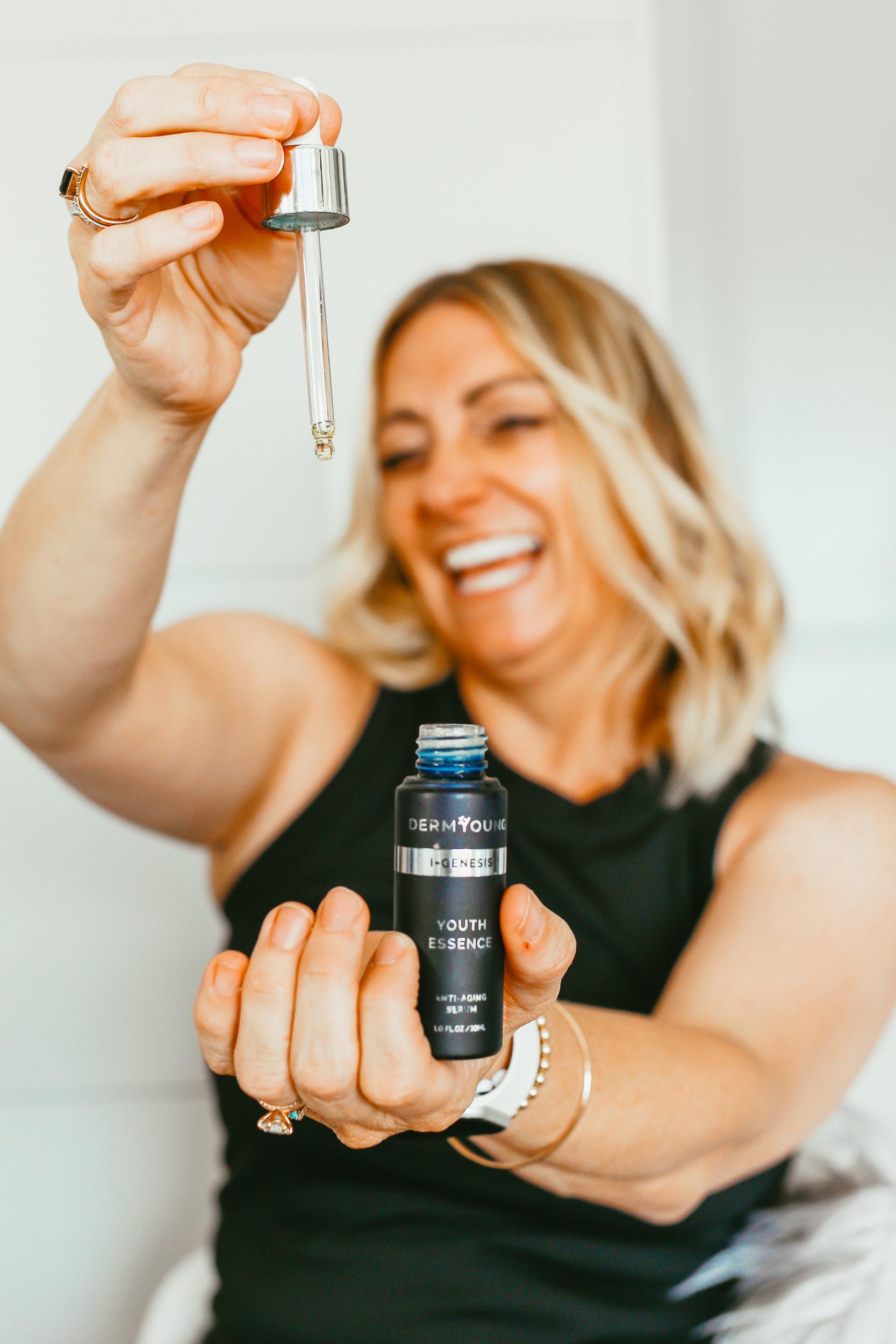 woman holding beauty oil