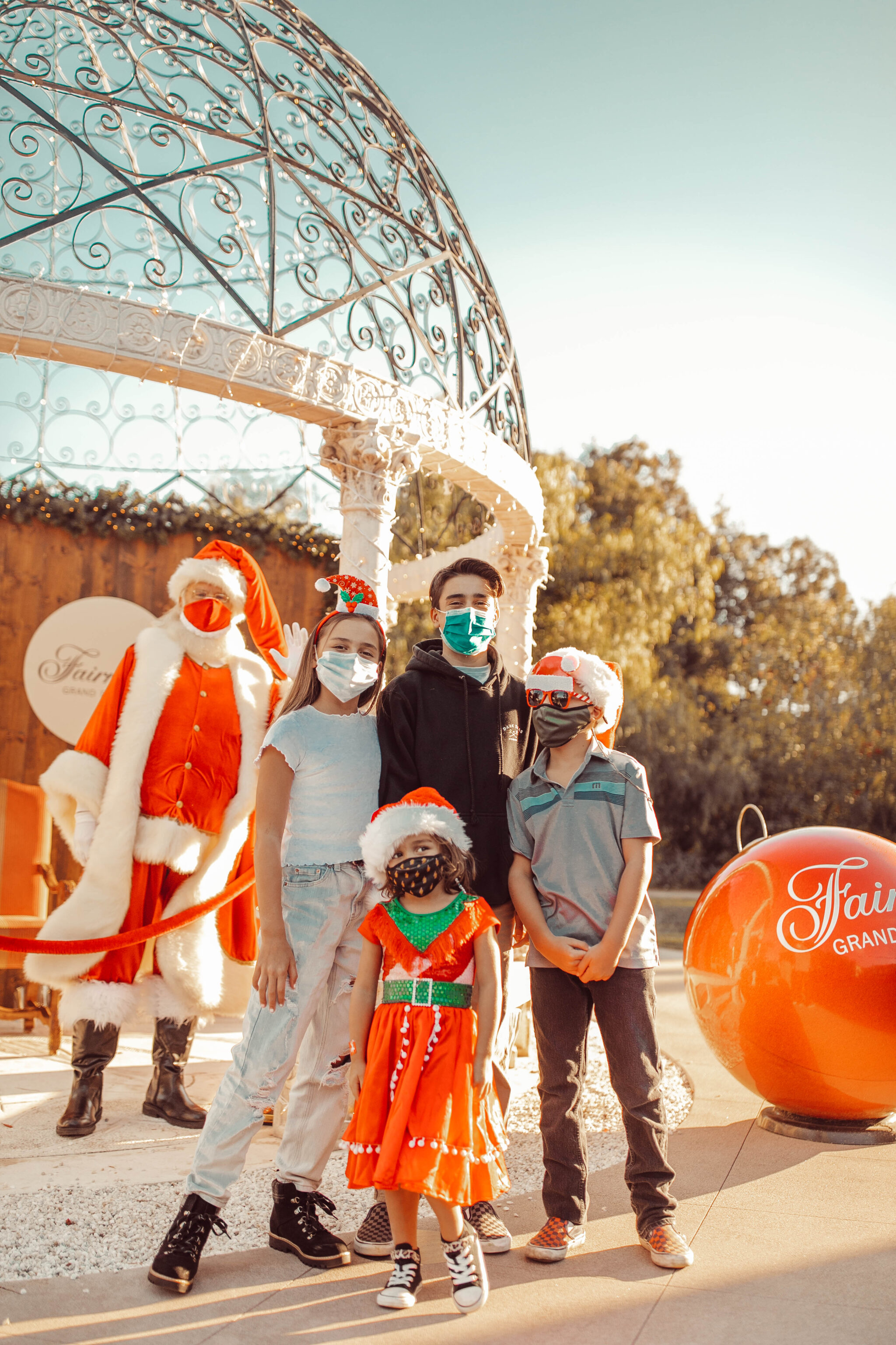 kids with santa claus