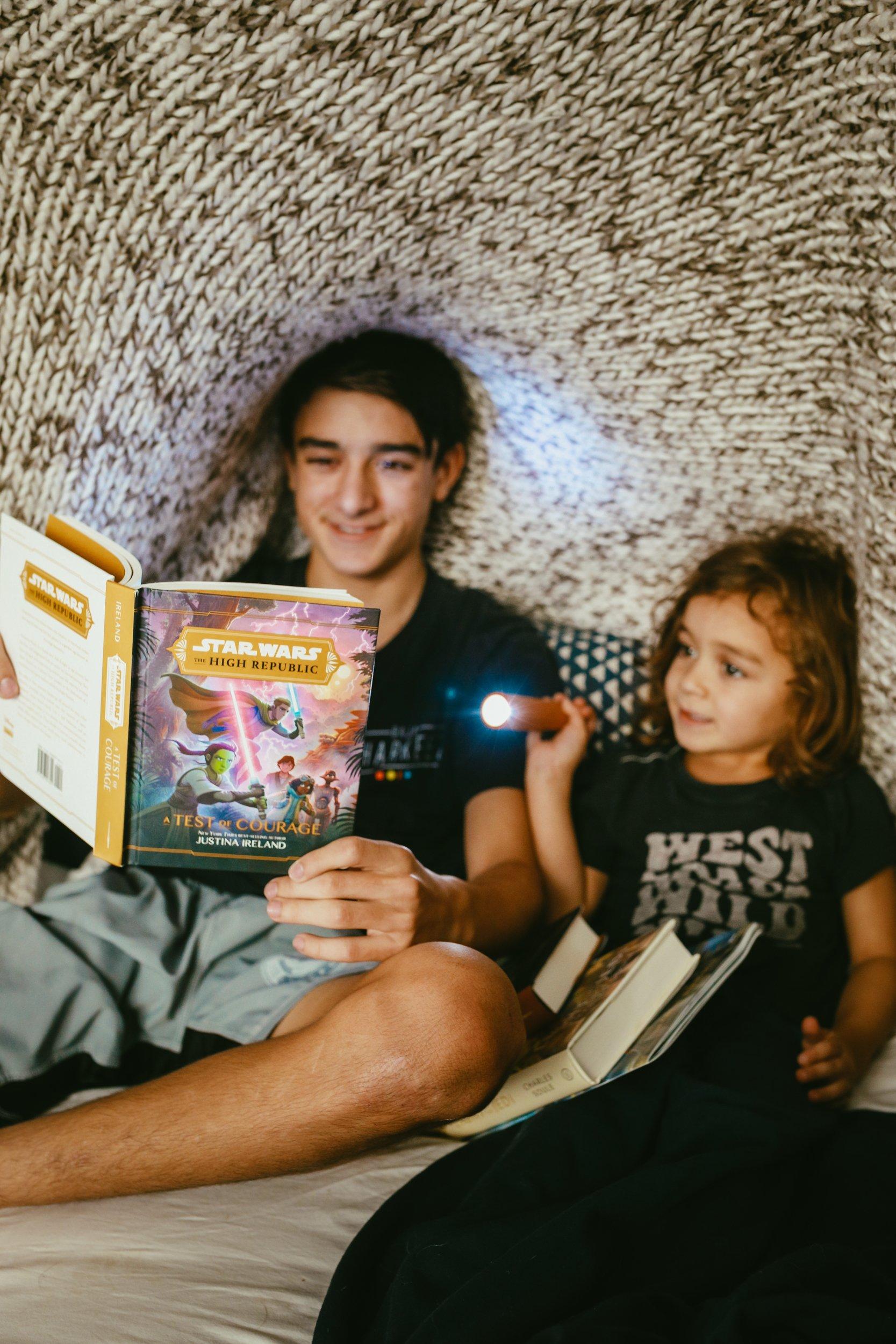 boys reading star wars