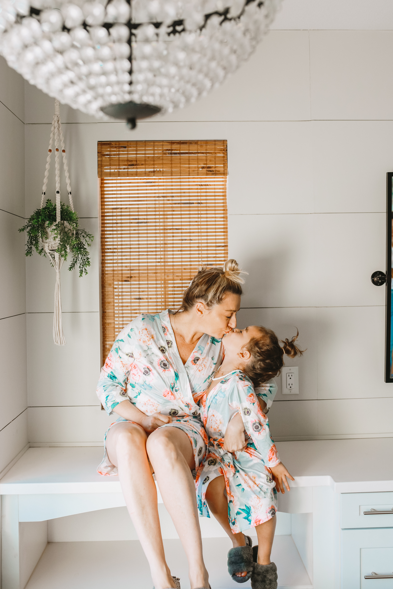 mom and toddler kissing