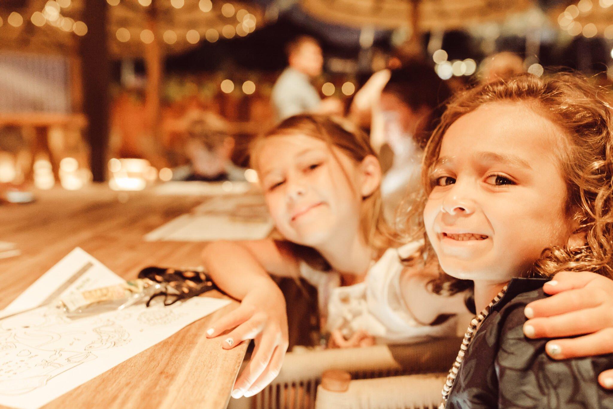 kids at restaurant